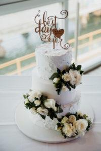 White flower cake sprays